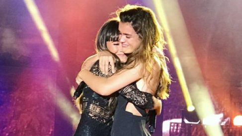 Amaia y Aitana en el concierto de 'Operación Triunfo'. (Foto: @caminaralapar)