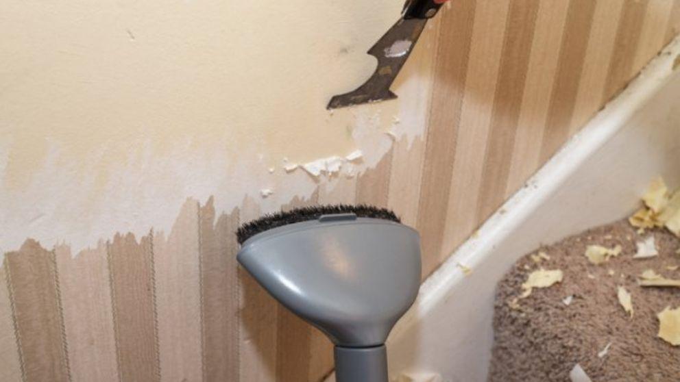 Todos los pasos para quitar una cenefa adhesiva de la pared
