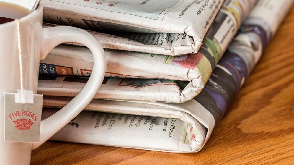 Cómo decorar muebles con papel de periódico