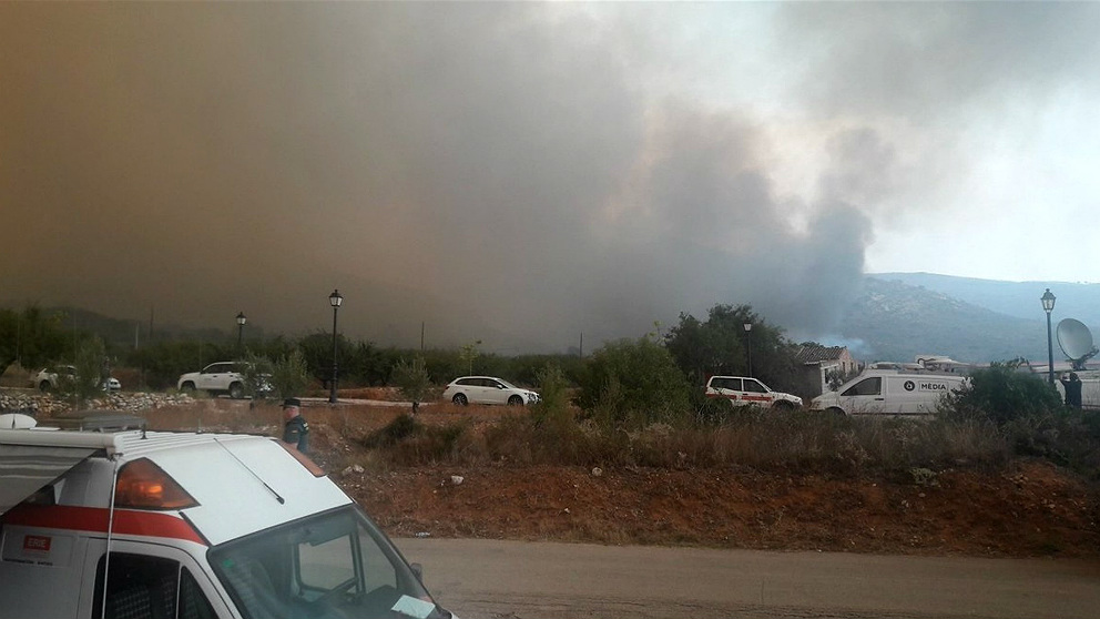 El incendio de la localidad valenciana de Llutxent avanza todavía sin control. (EP)