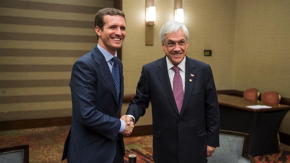 Sebastián Piñera, presidente de Chile, y Pablo Casado, en Bogotá. (TW)