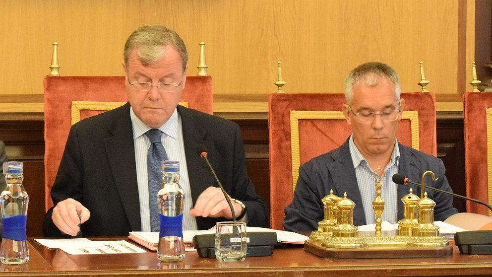 Antonio Silván, alcalde de León, y el ya ex concejal José María López Benito. (EP)