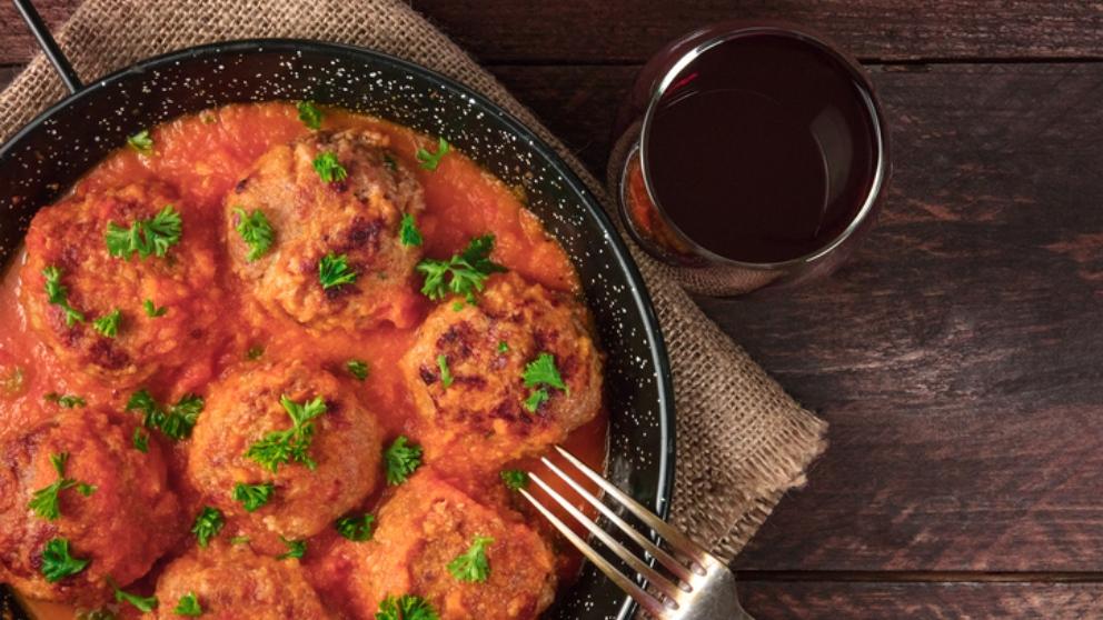 Receta de albóndigas en salsa de cebolla, una tapa casera