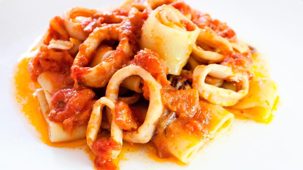 Receta de calamares con cebolla y tomate