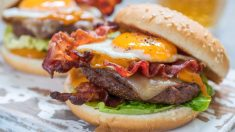 Receta de hamburguesa rellena de huevo