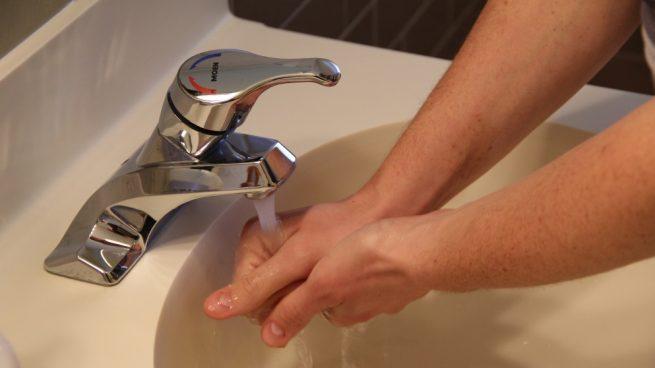 cambiar el grifo del lavabo