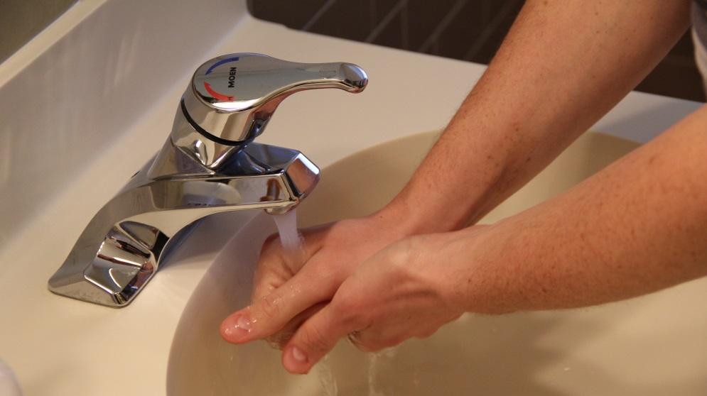 Cómo cambiar el grifo del lavabo