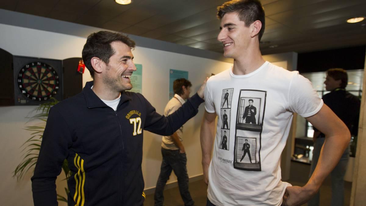 Casillas y Courtois comparten un acto publicitario.