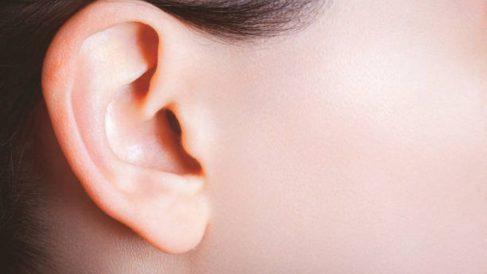 Trucos y remedios para disimular orejas grandes