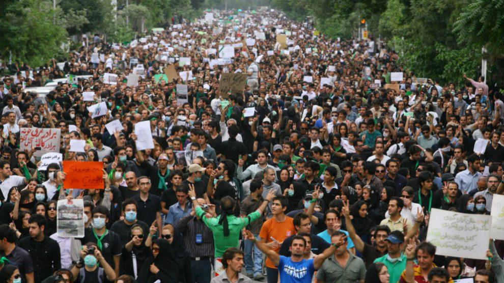 El pueblo iraní, en una manifestación reciente por las calles de Teherán. (Getty)