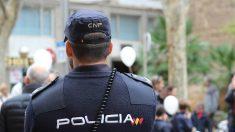 Un agente de Policia Nacional, en una intervención. (EP)