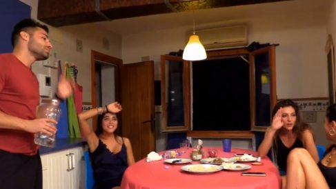 Eleazar y Carmen pasan la noche juntos en 'La Casa de los Tronistas'