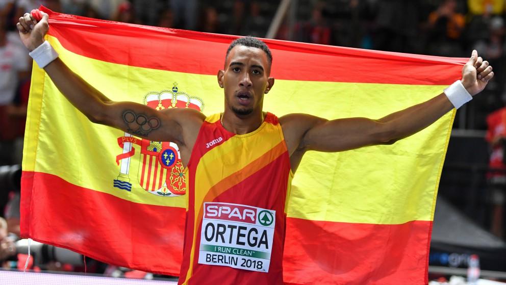 Orlando Ortega celebra su bronce en el Europeo. (AFP)