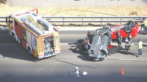 Imagen de un reciente accidente de tráfico en Madrid (Foto: EFE).