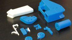 Una pistola fabricada con una impresora 3D desmontada por piezas. Es conocida como wikiarma