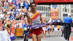 Álvaro Martín celebra su victoria en los 20 km marcha del Europeo. (AFP)