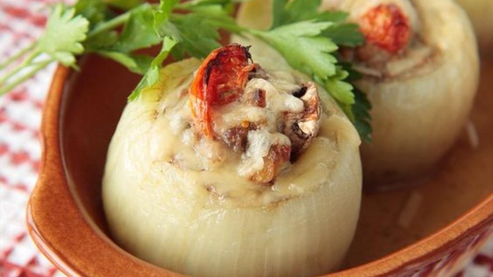 Receta de cebollas rellenas de bonito, un entrante muy fresco