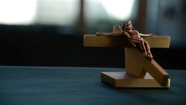 hacer un crucifijo de madera
