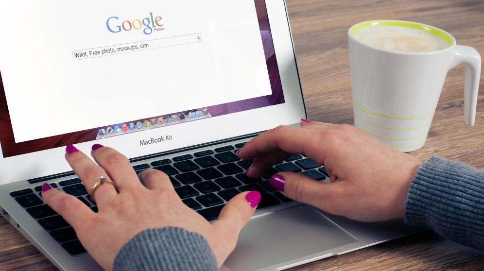 Cómo encontrar a una persona por su nombre en Internet