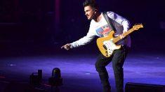 Juanes en un momento de su actuación (Foto: EFE).