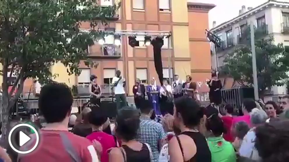 Pregón de las fiestas del sindicato de manteros / (Vídeo: @PoliciaMAD)