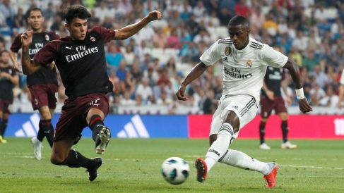 Vinicius en su debut ante el Milan. (EFE)