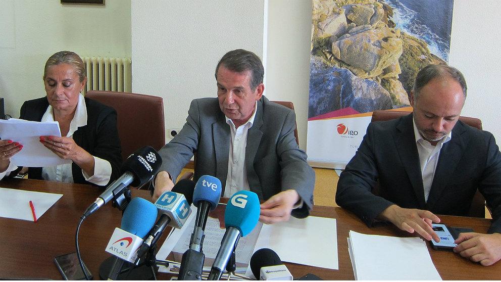 Abel Caballero, alcalde de Vigo, junto a parte de su equipo de gobierno. (EP)