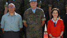 Ángel Olivares y la ministra Margarita Robles, con el general de Brigada José Luis Sánchez, durante la visita al contingente español en el Líbano. (Foto: Efe)