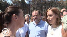 José Luis Ábalos y la alcaldesa de Gandía, Diana Morant, ante los vecinos indignados del incendio de Llutxent.