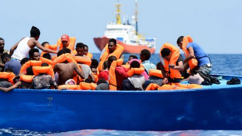 Inmigrantes rescatados por el Aquarius. (Foto: @SOSMedFrance)