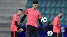 Courtois, durante un entrenamiento con el Real Madrid. (AFP)