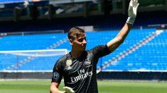 Lunin, en su presentación como jugador del Real Madrid (AFP)