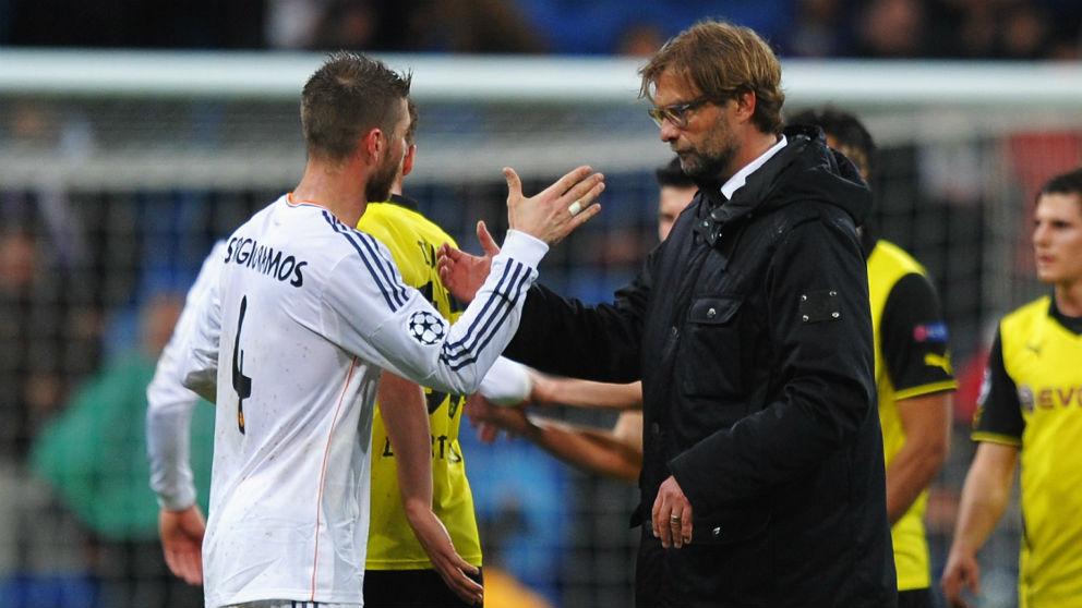 Sergio Ramos y Jurgen Klopp. (Getty)