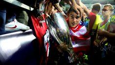 Griezmann celebra la Supercopa de Europa. (Getty)