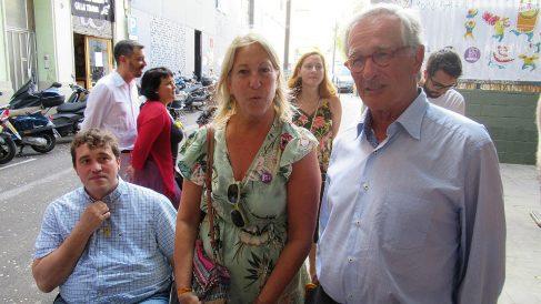 El presidente del PDeCAT, David Bonvehí, la candidata Neus Munté y el concejal Xavier Trias, en el barrio de Gràcia. (EP)