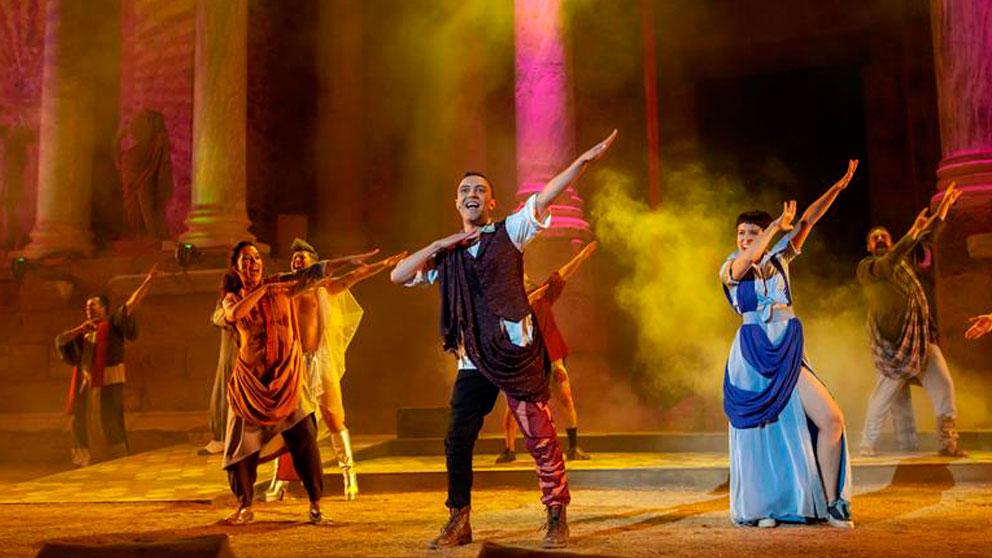 La compañía «Teatrapo Producciones» puso anoche en escena «La Comedia del Fantasma», sobre un texto de Plauto, en una propuesta de enredos construida por el dramaturgo Miguel Murillo y el director de la obra, Félix Estaire, para el Festival de Teatro Clásico de Mérida. Foto: EFE