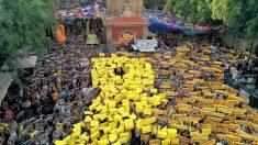 Concentración independentista de Òmnium en la fiesta mayor del barrio de Gràcia. (EP)