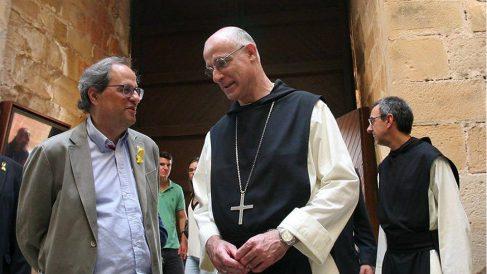 Quim Torra, con el abad Octavi Vila, del Monasterio de Poblet, en Tarragona. (EFE)
