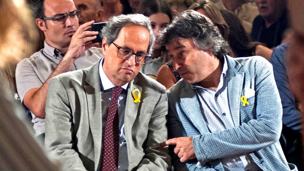 Torra y el alcalde de Ripoll, este jueves en esta localidad catalana (Foto: EFE).