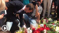 Pablo Casado deposita unas flores en ofrenda por las víctimas de los atentados del 17-A en Barcelona.
