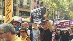 Miembros de la ANC con las pancartas a favor de los presos golpistas. Foto: Alejandro Entrambasaguas