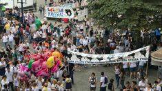 Carteles ofensivos con las víctimas en las fiestas de Portugalete (Europa Press).