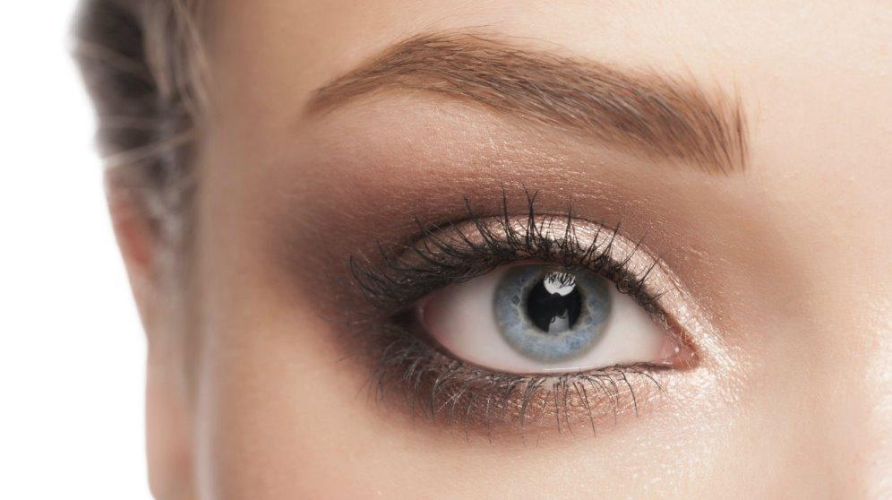 Aprende a maquillarte las cejas para destacar tu mirada