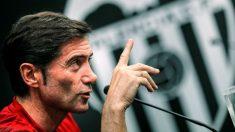 Marcelino García Toral, en una rueda de prensa con el Valencia. (EFE)