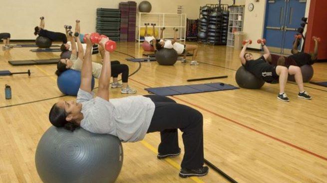 Algunos de los mejores ejercicios con pelota pilates 42b491e3afa9