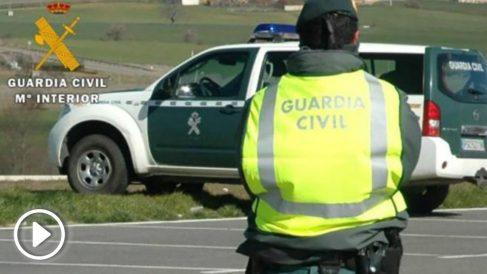 Un agente de la Guardia Civil de servicio.
