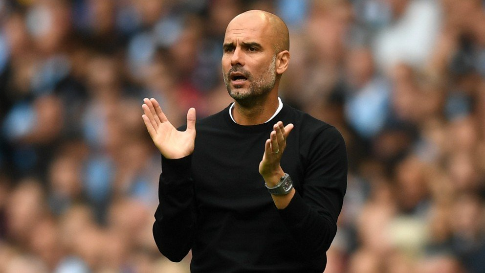 Guardiola aplaude en el transcurso del City-Huddersfield. (Getty)