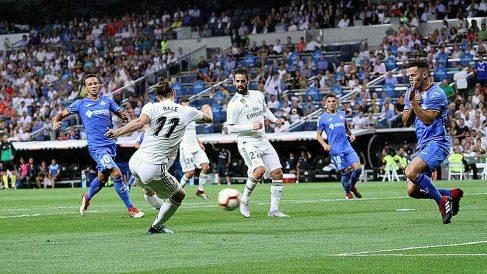 Bale, en el momento en el que marca el segundo gol para el Real Madrid contra el Getafe. (Foto: Enrique Falcón)