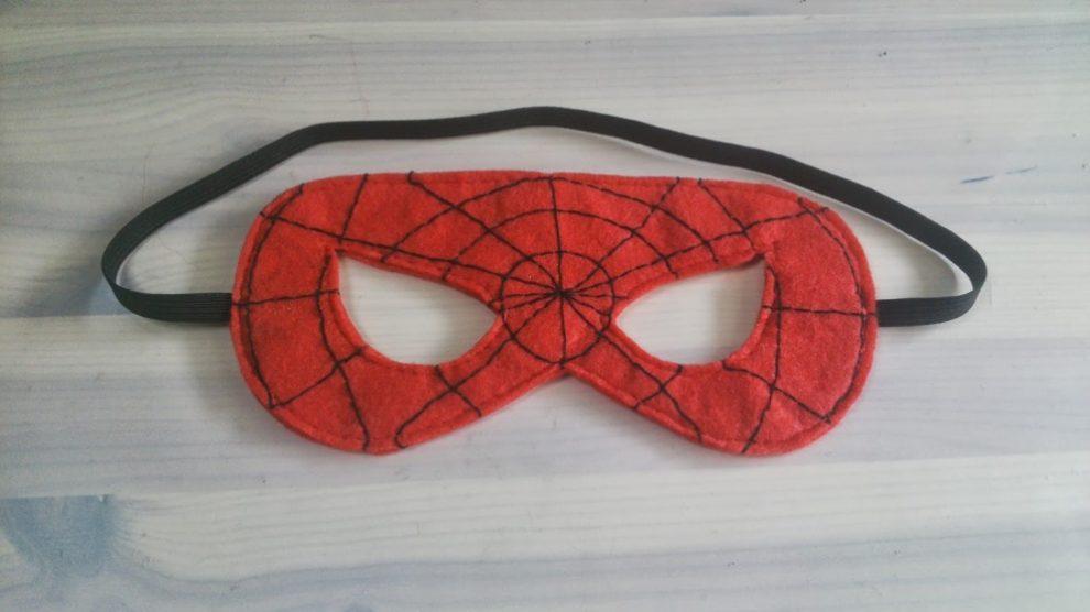 Cómo hacer una máscara de Spiderman casera