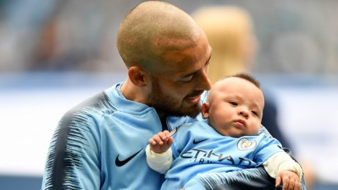 Silva, junto a su hijo Mateo antes del comienzo del partido. (Getty)